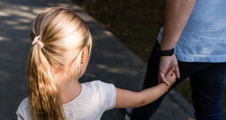 nominated-little-girl-with-blonde-hair-holding-hand-her-father-and-walking-in-the-park_t20_E4476Z (1)